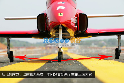 前三点固定翼飞机的前轮转向与主轮角度设置